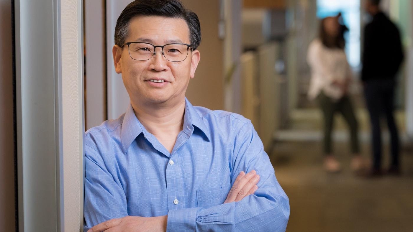 Gladstone investigator Yadong Huang